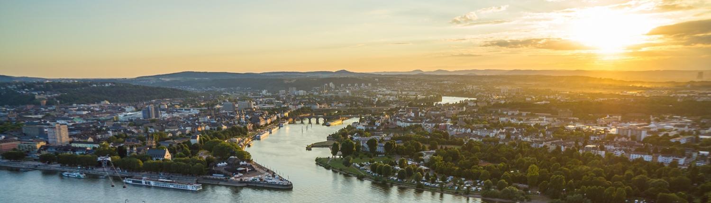 Die Mosel fließt bei Koblenz in den Rhein.