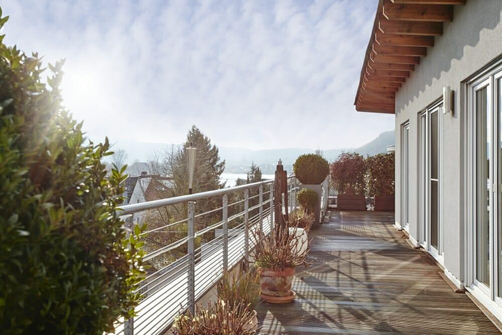 Dachterrasse einer Penthousewohnung in Koblenz gebaut von der cobau